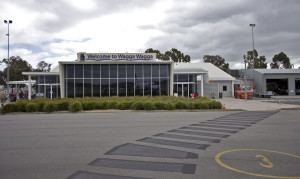 Wagga_Wagga_Airport_terminal_from_the_tarmac